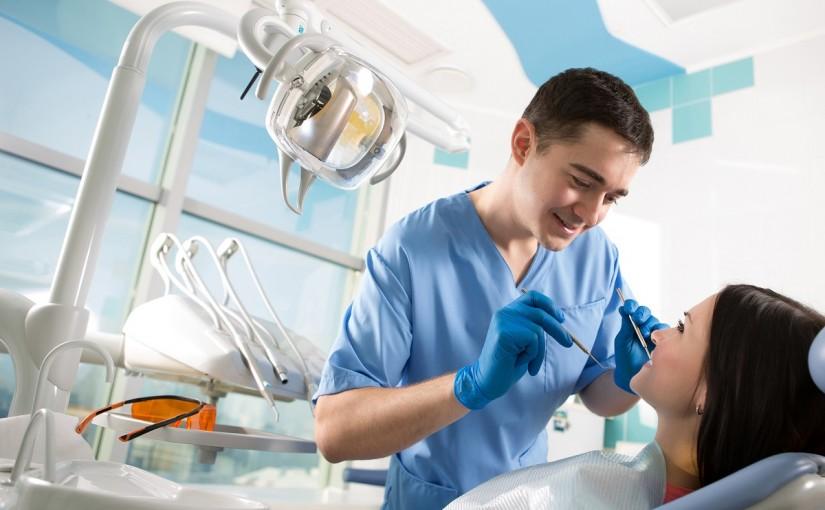 Protesi dentarie Torino: quali sono i vantaggi e gli utilizzi